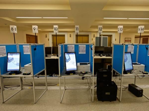 Democrats Threatening To DESTROY Voting Machines!
